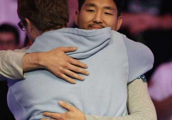 WSOP winner John Cynn hugging someone