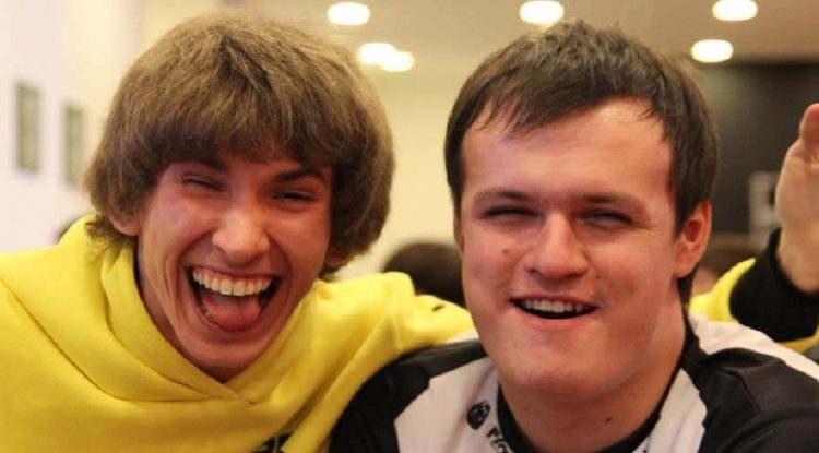 Dendi and XBOCT posing for a picture together.