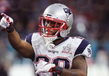 An NFL player pointing at the future of sports bettingin the USA in 2019